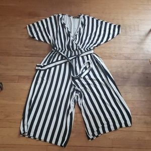 ASOS Plus Size 12 Black and White Jersey Romper